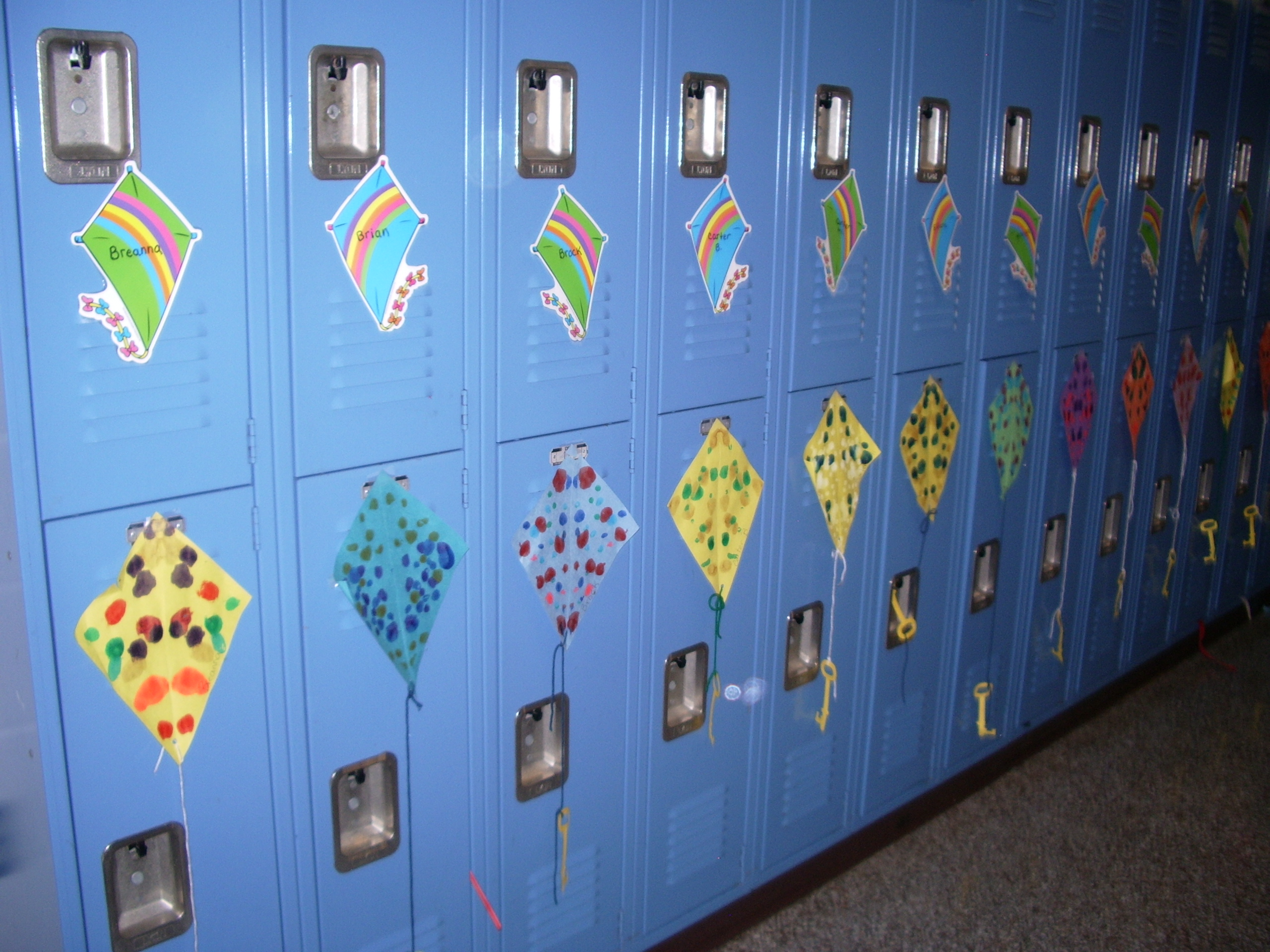 kite art project, ideas for march is reading month, march bulletin board ideas