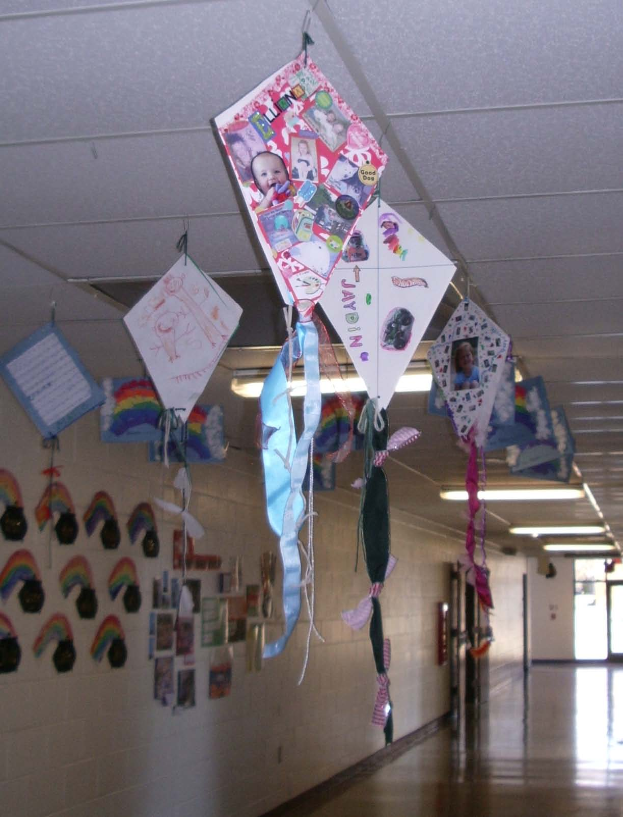 kite art projects, kite projects, ideas for march bulletin boards, ideas for march is reading month, easy readers
