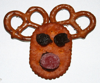 Reindeer_snack_cracker, Rudolph the reindeer snack cracker, December recipes for kids