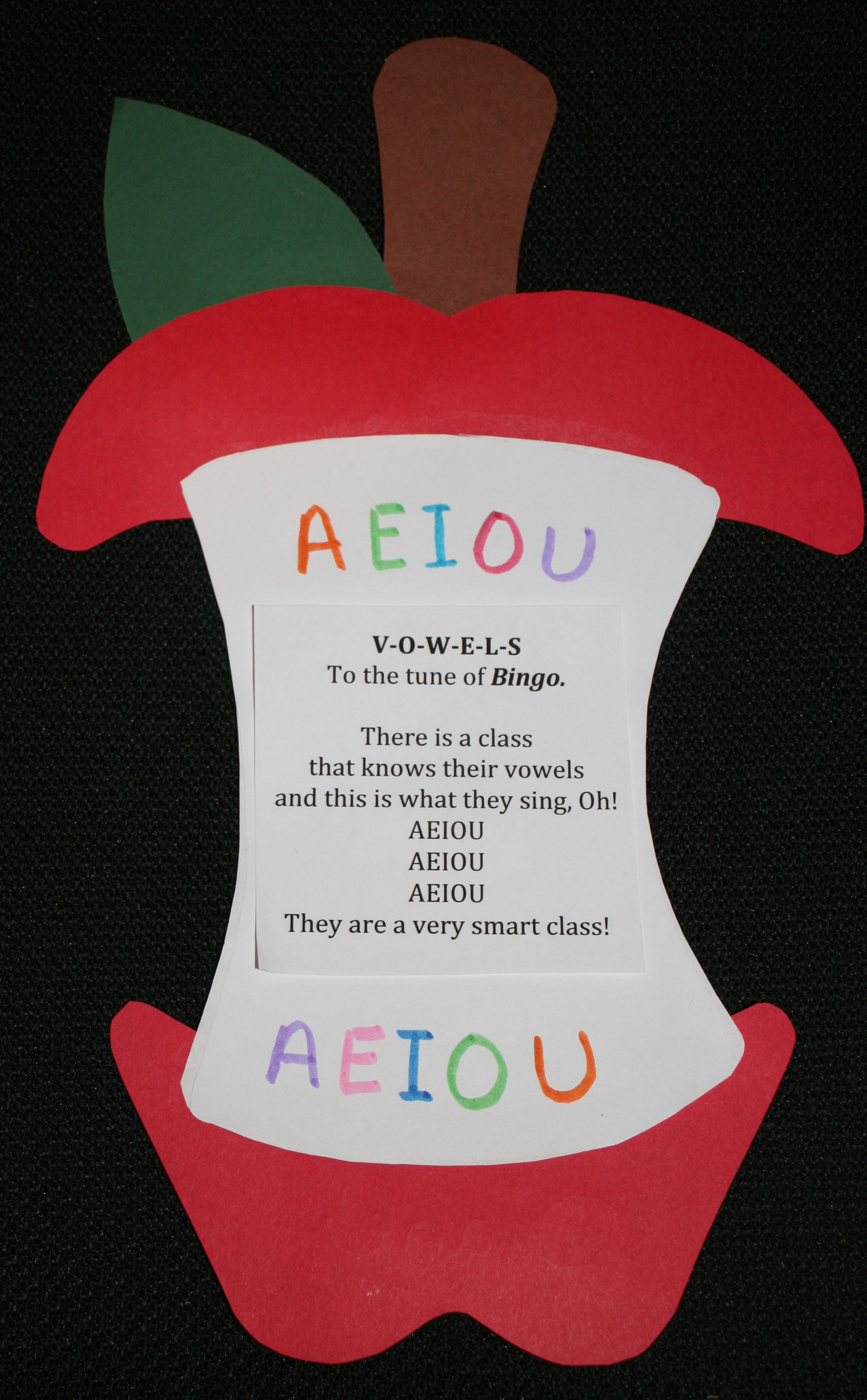 apple art projects, ideas for teaching vowels, back to school ideas, ideas for the first day of school, chicka boom ideas, back to school bulletin boards,