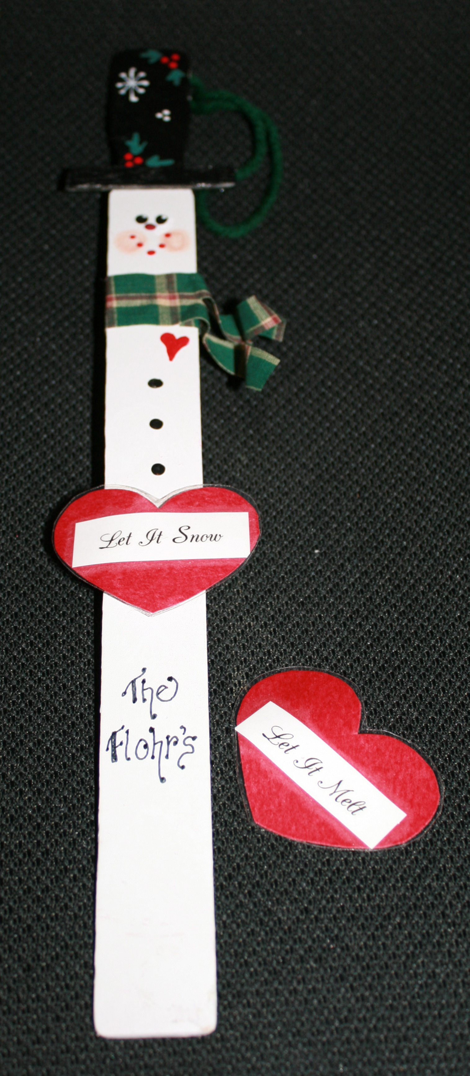 paint stick snowman, Christmas gifts kids can make, Christmas crafts, snowman crafts, snowman activities, recycled art, recycling activities, snowmen,